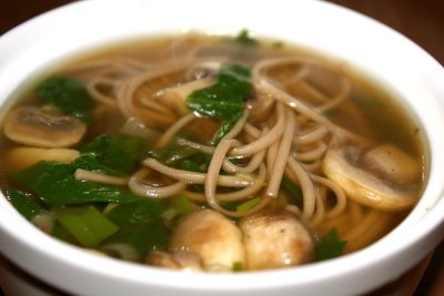Recipe for Soba Noodle Soup with Spinach and Mushrooms