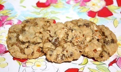 Almond Toffee Chocolate Chip Oatmeal Cookies
