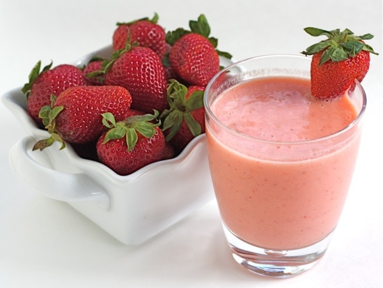 Easy Strawberry Mango Smoothie Recipe