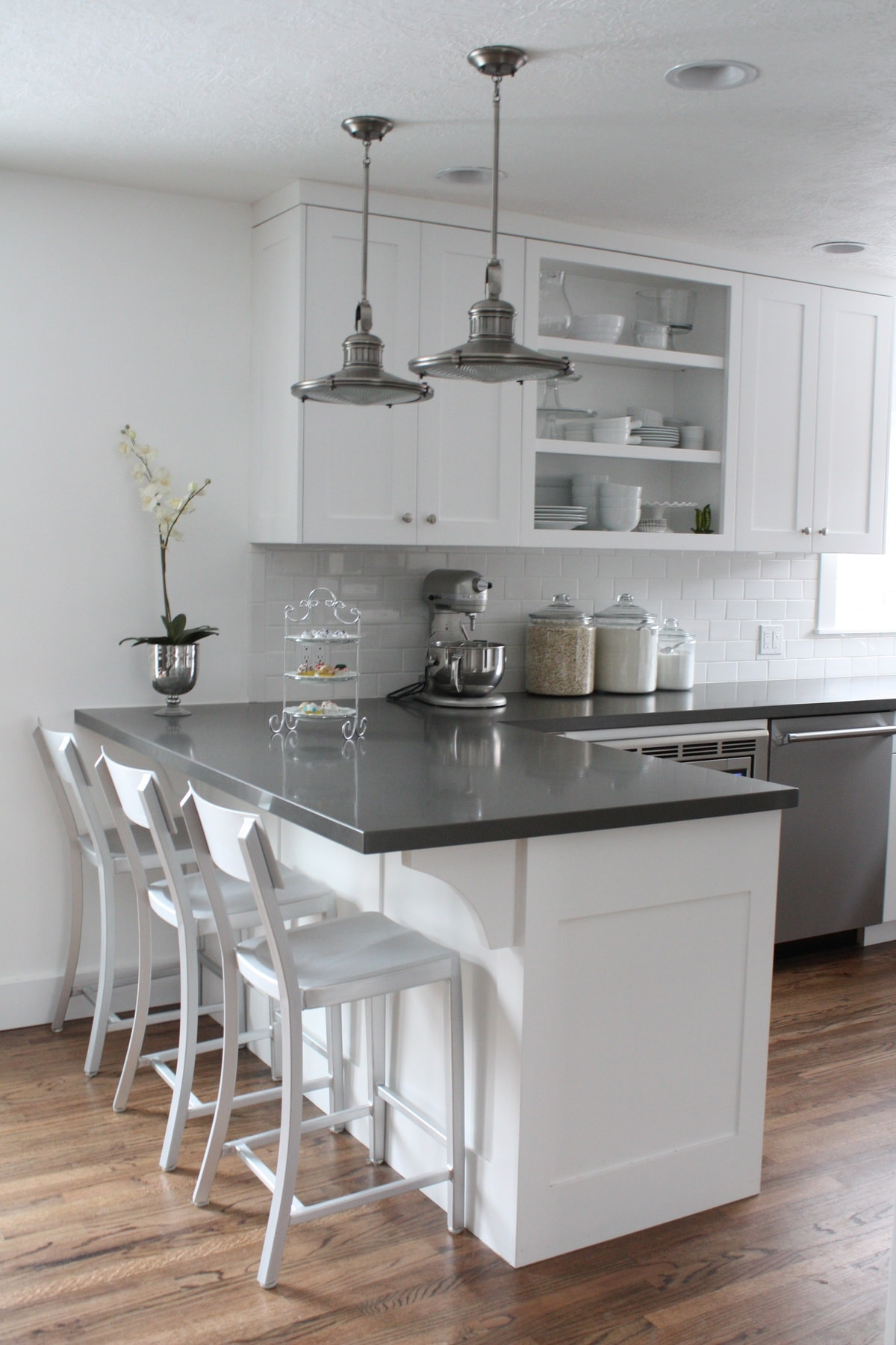 Pictures Of Kitchen Countertops : kitchen-counter-chairs
