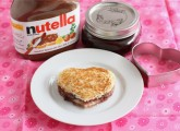 nutella-raspberry-sandwich