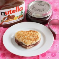 nutella-raspberry-sandwich