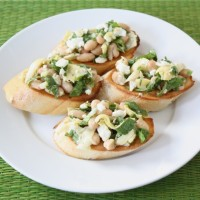 spinach-artichoke-white-bean-crostini