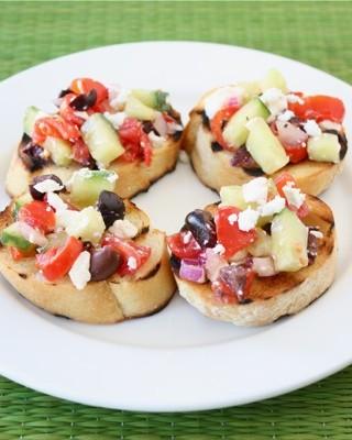 greek-salad-bruschetta2