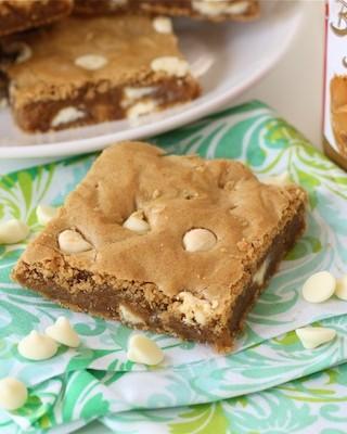 biscoff-white-chocolate-blondies