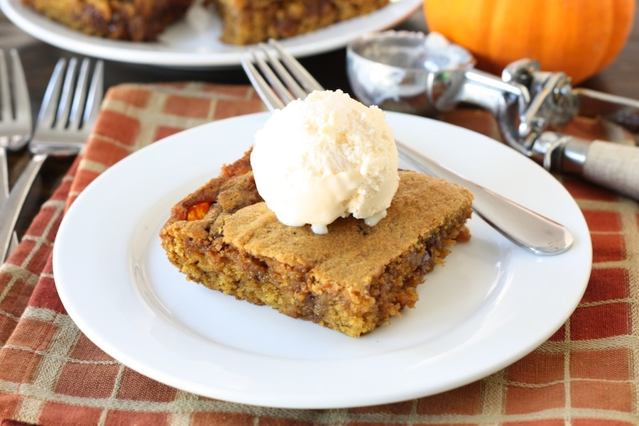 Ooey Gooey Caramel Pumpkin Blondies | Pumpkin Blondie Recipe | Two ...