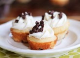 kevinandamanda-Mini-Maple-Chocolate-Chip-Pancake-Cupcakes-03