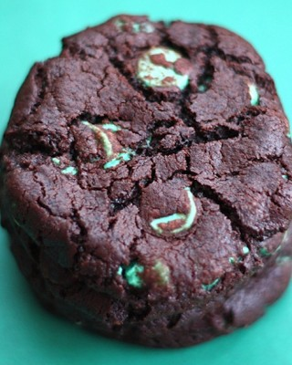 chocolate-mint-chip-cookie