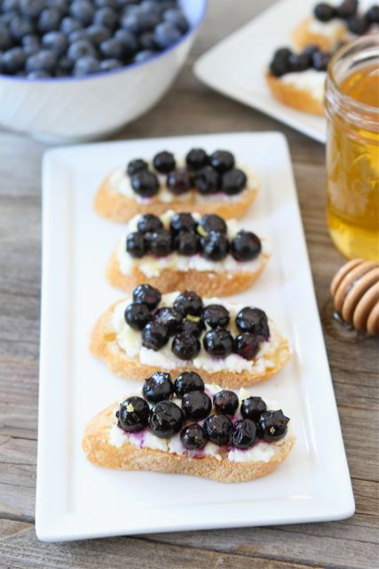 Roasted Blueberry Ricotta Crostini | Blueberry Crostini Recipe | Two ...