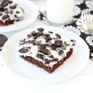 Cookies 'n Cream Sheet Cake from www.twopeasandtheirpod.com