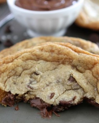 Giant-Nutella-Stuffed-Chocolate-Chip-Cookies