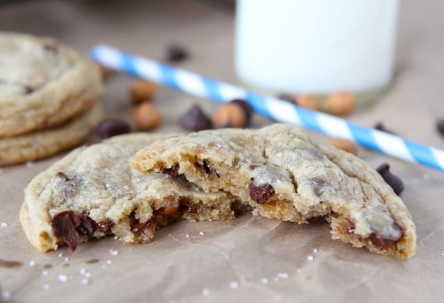 Salted Caramel Chocolate Chip Cookies from www.twopeasandtheirpod.com ...