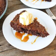 Salted-Caramel-Skillet-Brownies-8