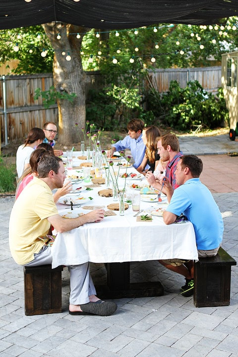 Throw your own outdoor dinner party on twopeasandtheirpod.com