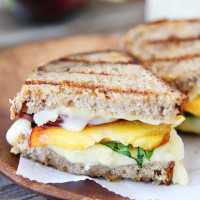 peach,-brie,-and-basil-sandwich-3