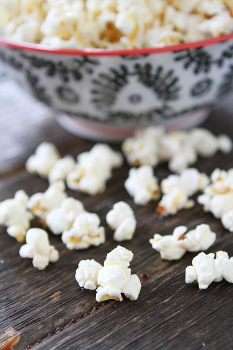 Easy Kettle Corn Recipe on twopeasandtheirpod.com The BEST kettle corn recipe and it's so easy to make!