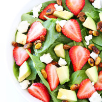 Strawberry-Spinach-Salad-with-Avocado,-Goat-Cheese,-and-Candied-Pistachios-1