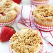 Strawberry-Cheesecake-Muffins-5