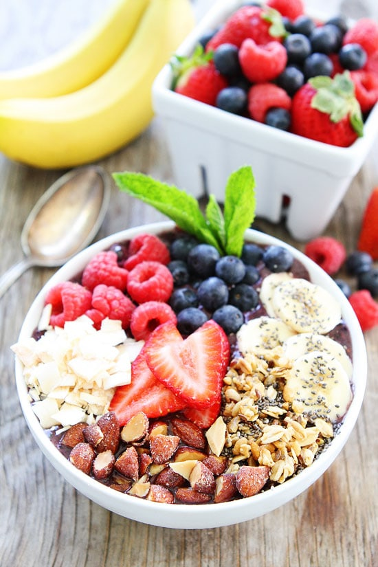 Berry Banana Smoothie Bowl-if you like smoothies, you will love this ...