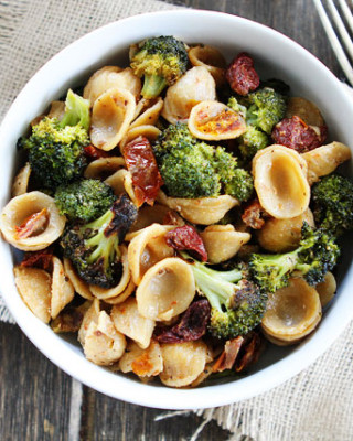 Creamy-Goat-Cheese-Pasta-with-Roasted-Broccoli-and-Sun-Dried-Tomatoes-5