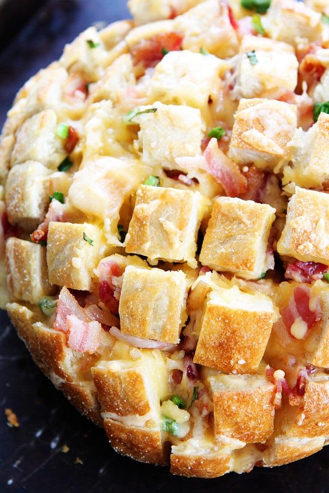 Cheesy Bacon Pull-Apart Bread Recipe on twopeasandtheirpod.com This ...