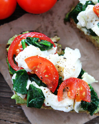Avocado-Toast-with-Scrambled-Eggs-and-Spinach-8