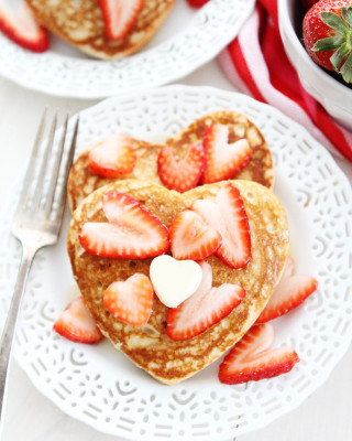 Heart-Pancakes-16