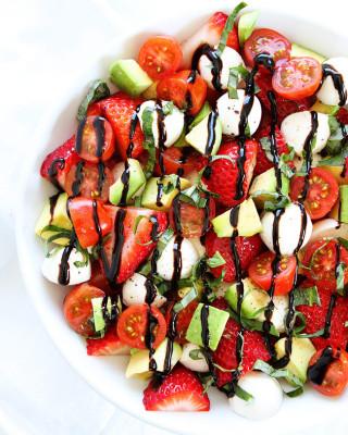 Avocado-Strawberry-Caprese-Salad-3