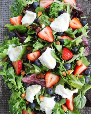Berry,-Burrata,-and-Almond-Salad-2