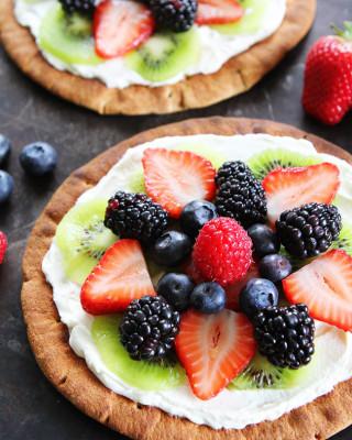 Breakfast-Fruit-Pizzas-3