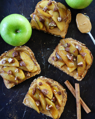 peanut-butter-toast-with-skillet-cinnamon-apples-12