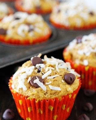 pumpkin-coconut-chocolate-chip-muffins-3